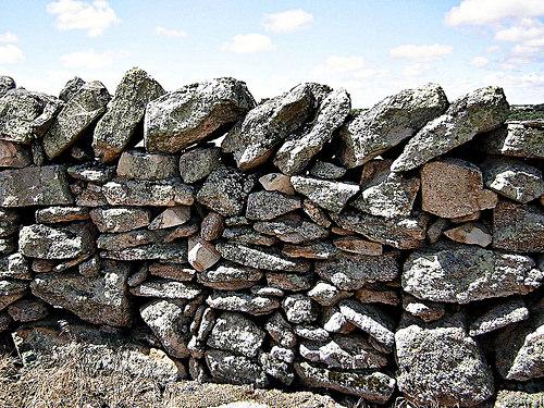 18637703550_b69ddd1b39_stone-wall